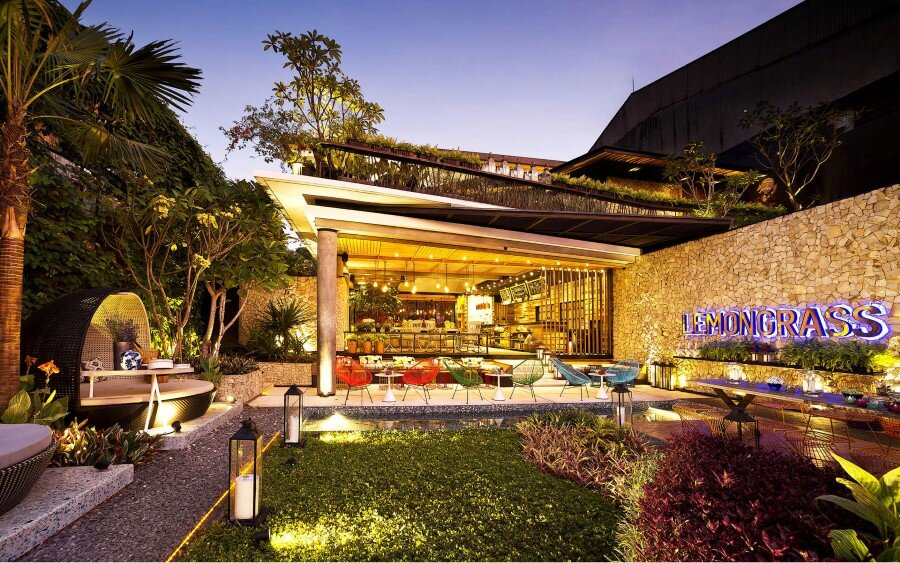 Lemongrass Restaurant Has a Modern Tropical Architecture (30)
