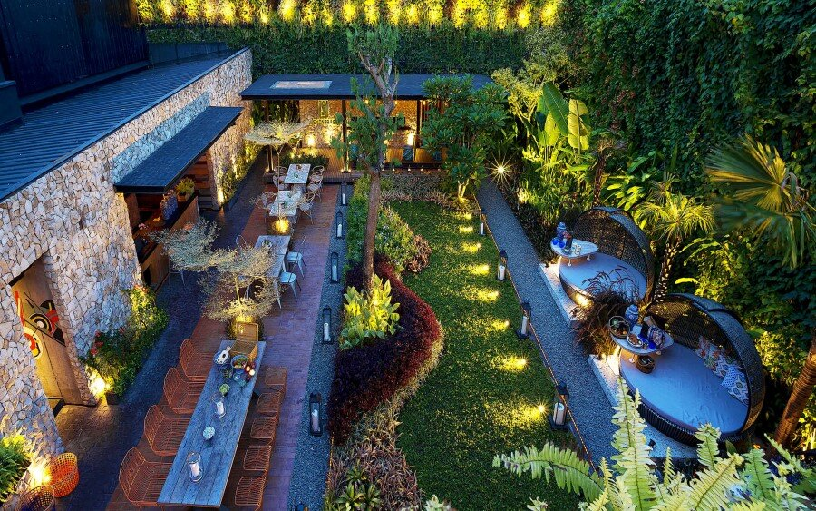 Lemongrass Restaurant Has a Modern Tropical Architecture (9)