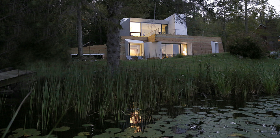 New England Lake Retreat with an Abstract Aesthetic (8)