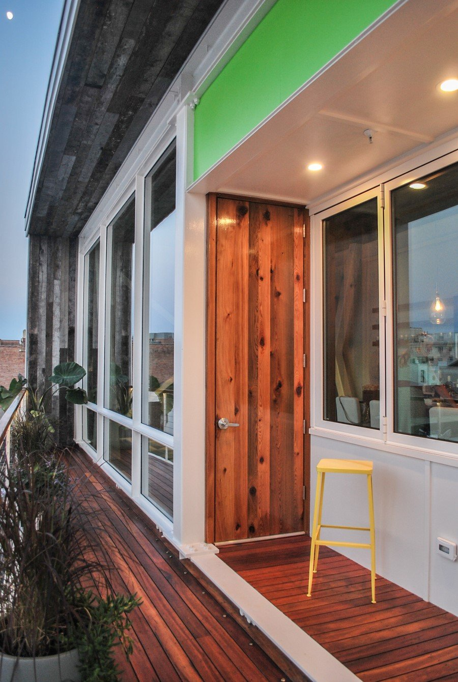 Sky Apartment is a Single Storey Family Condo Placed on the Roof of the Apple Store (14)