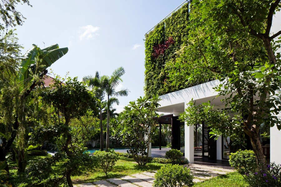 Thao Dien House delights us with a beautiful vertical garden walls (1)