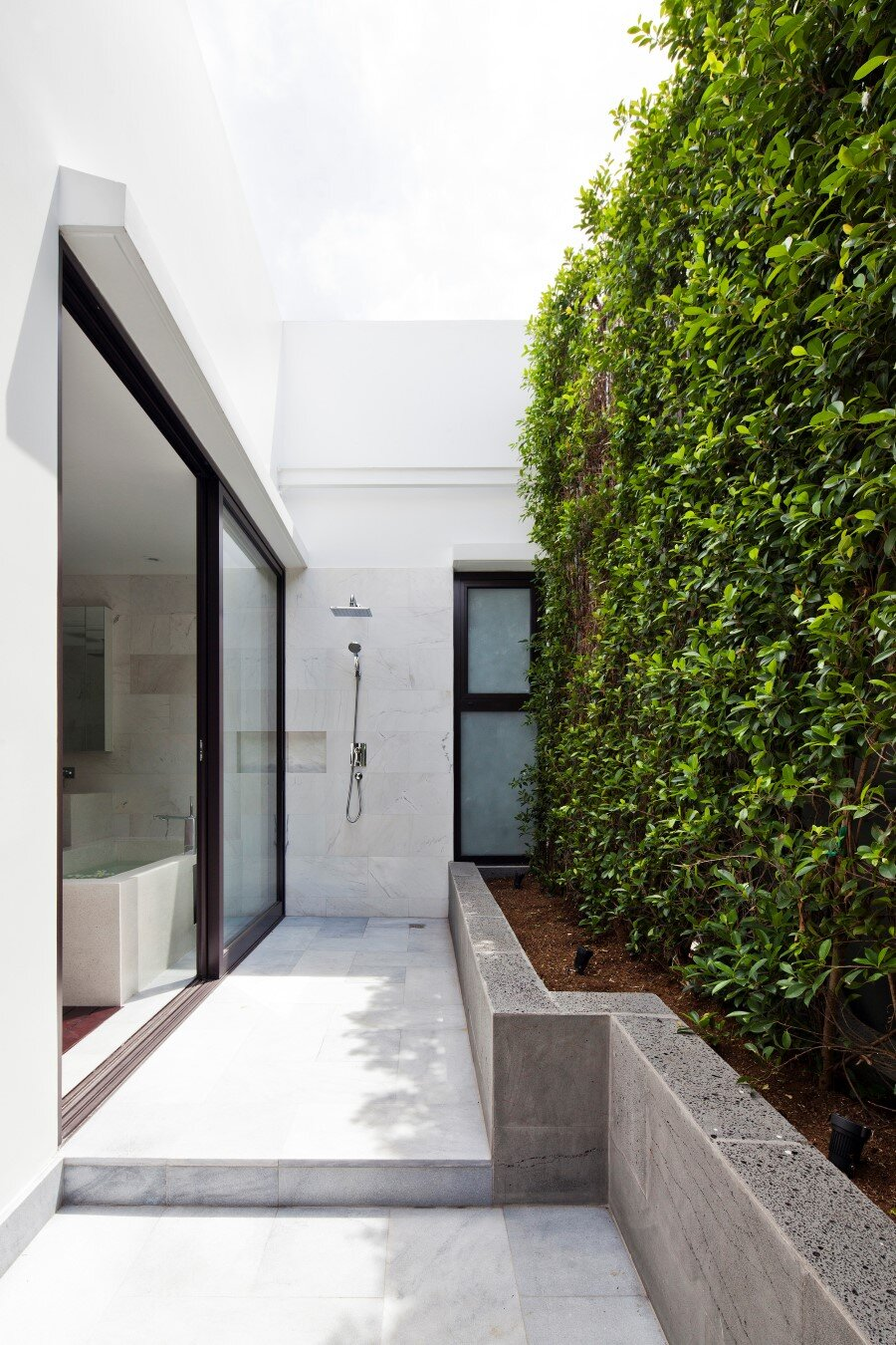 Thao Dien House delights us with a beautiful vertical garden walls (21) (Custom)
