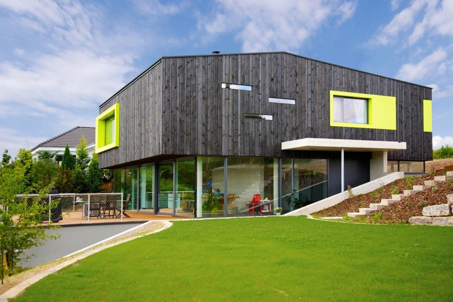 This German Family House is a Black Cuboid Supported by Glass Walls (1)
