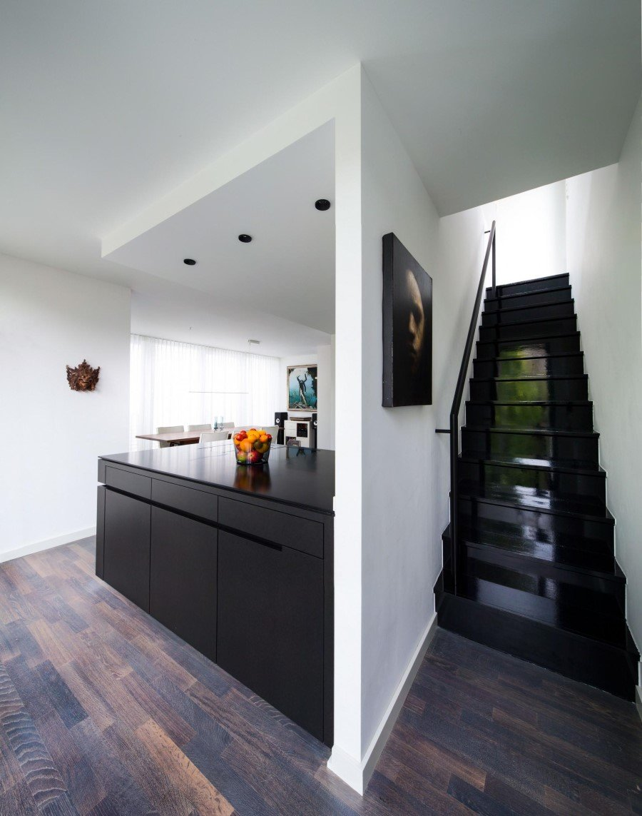 two storey flat renovated by sch ne r ume in frankfurt. Black Bedroom Furniture Sets. Home Design Ideas