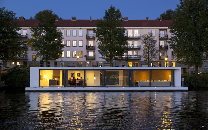 Watervilla Weesperzijde on the river Amstel in Amsterdam (1)