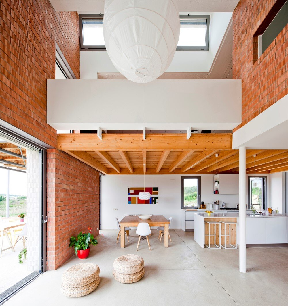 MMMMMS House Provides a Straight Relationship with the Surrounding Landscape (10)