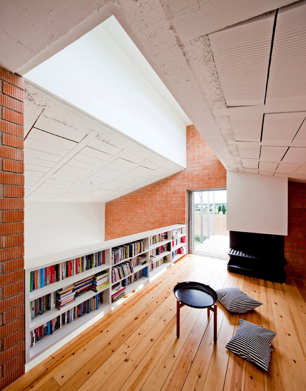 MMMMMS House Provides a Straight Relationship with the Surrounding Landscape (12)