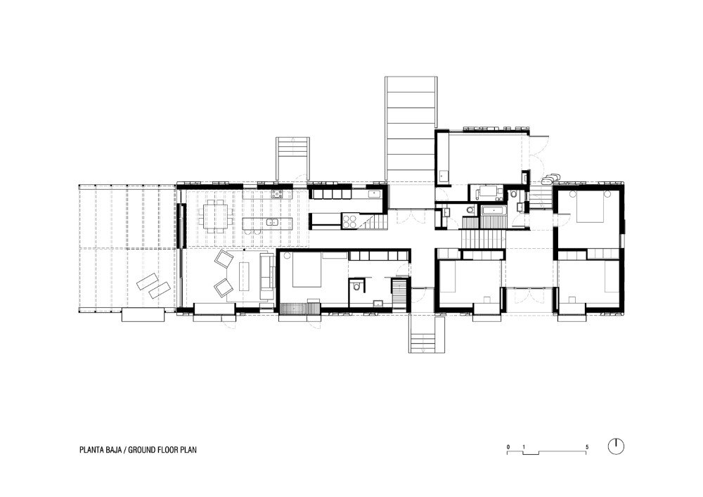 MMMMMS House Provides a Straight Relationship with the Surrounding Landscape (18)