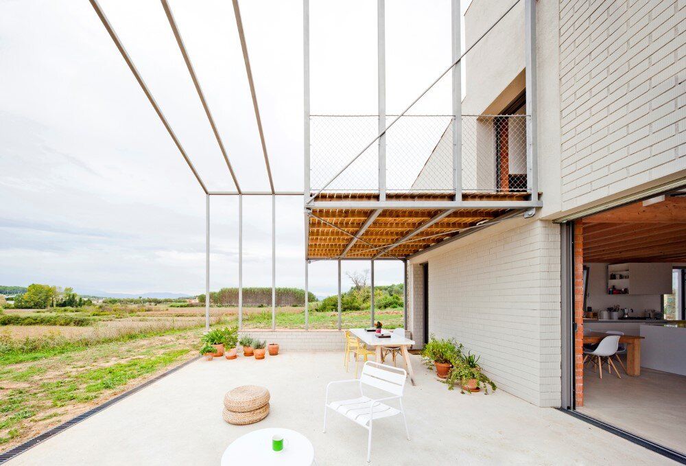 MMMMMS House Provides a Straight Relationship with the Surrounding Landscape (4)