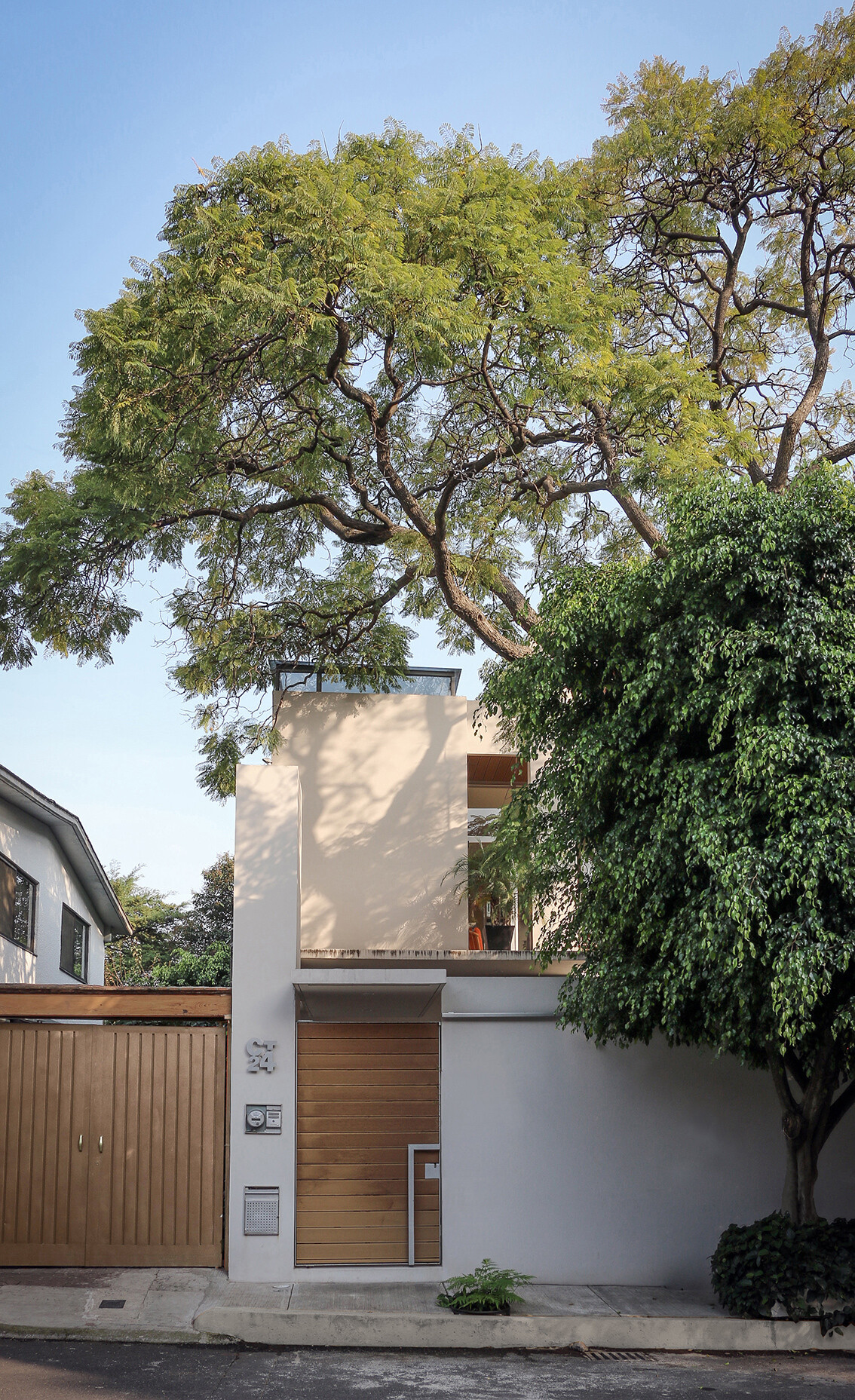 Small Eco-Friendly Home in Mexico City by Paul Cremoux Studio (1)