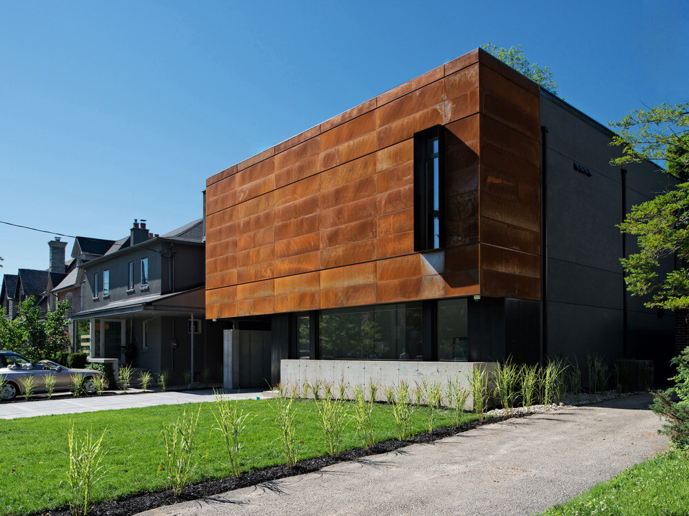 Heathdale Residence - smart home encased in Cor-Ten steel panels (10)