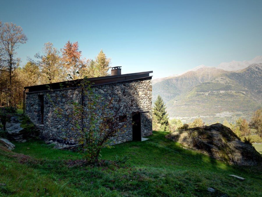 House VI Old Ruin Transformed into a Spectacular Mountain Residence (13)