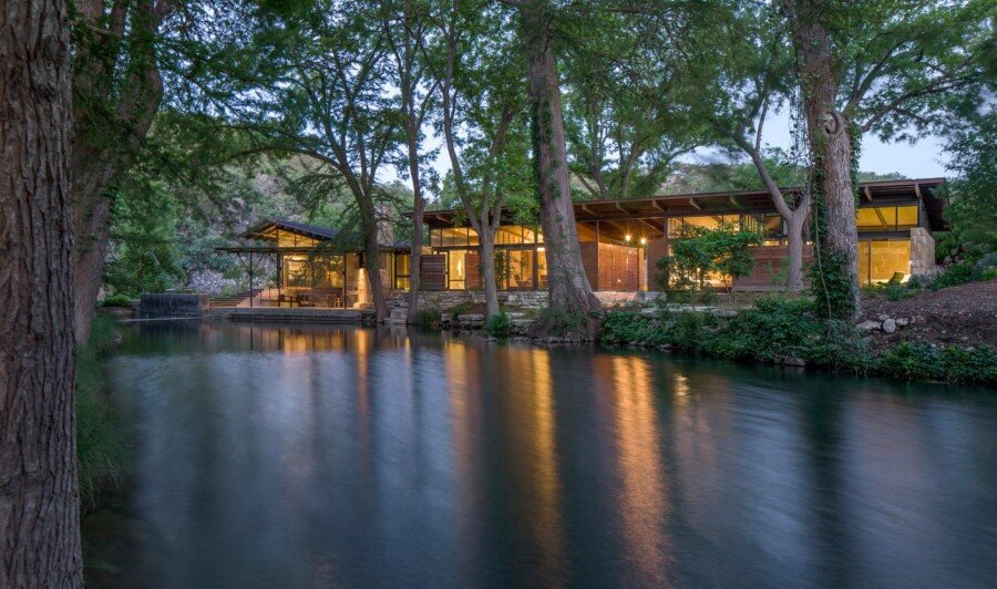 Mill Springs Ranch provides a water's edge retreat (13)