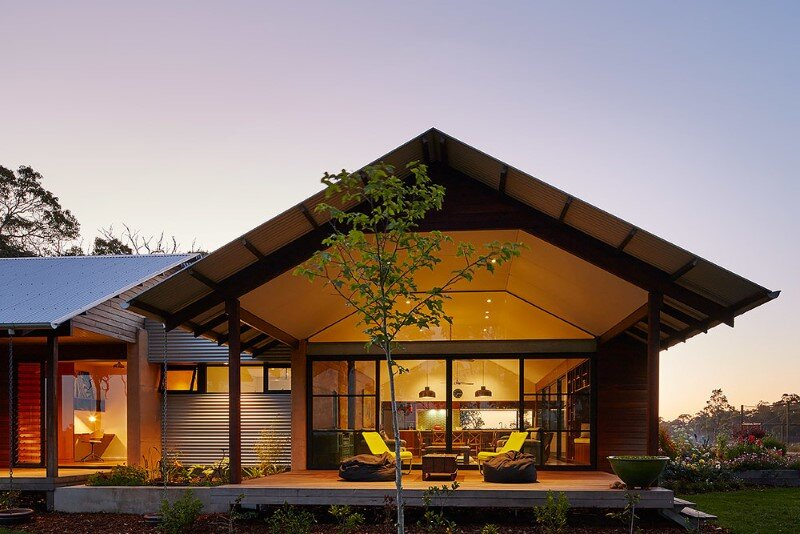 Modern australian farm house with passive solar design for Solar powered home designs