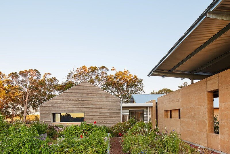 Modern Australian Farm House With Passive Solar Design 12