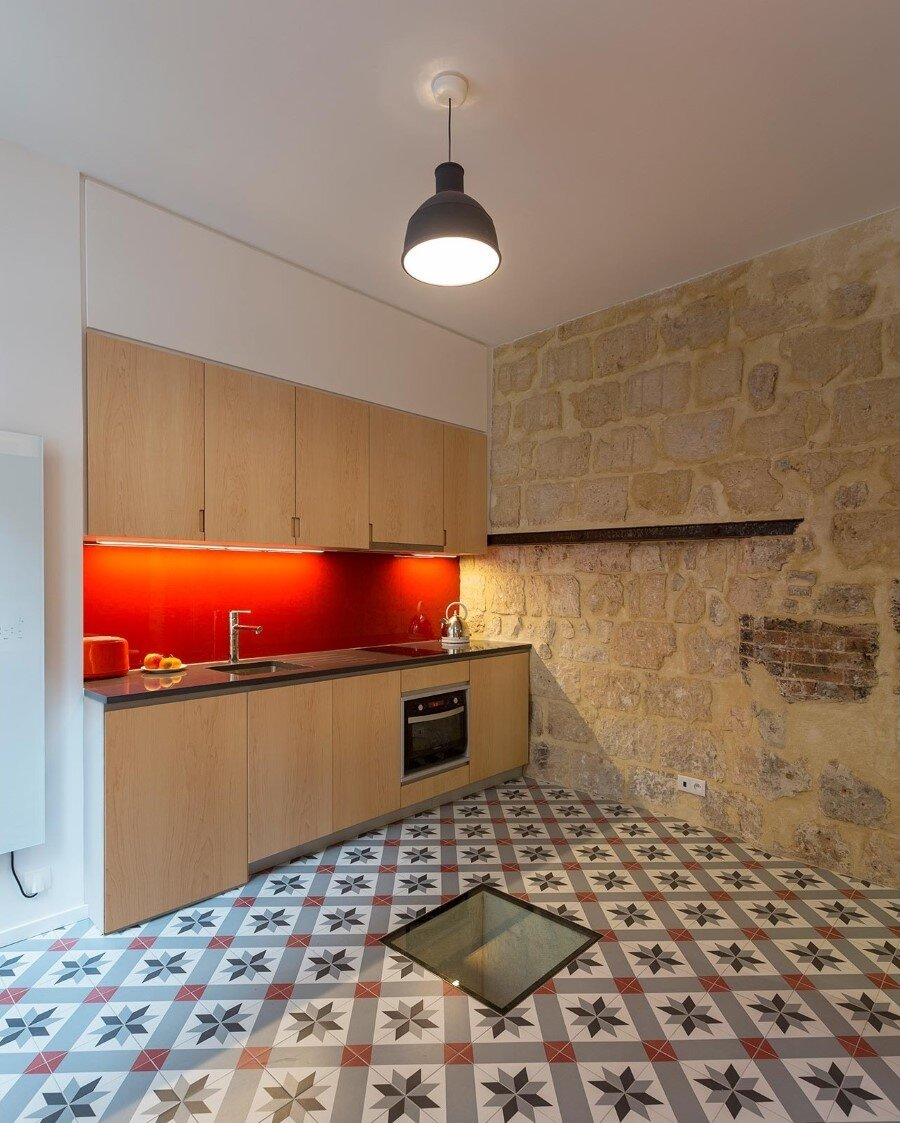 One-Room Flat in a Mid-Seventeenth Century Mansion Townhouse (3)