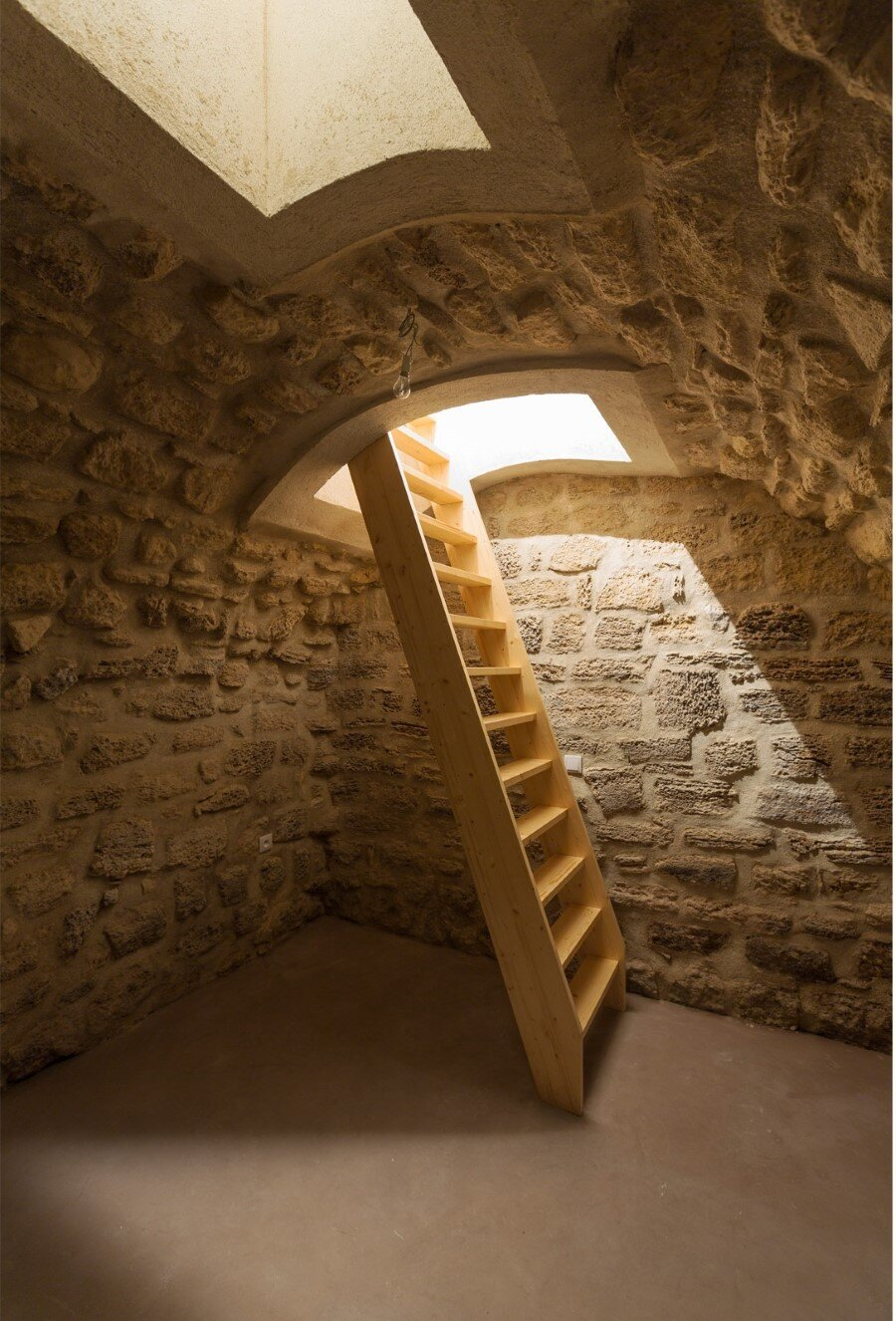 One-Room Flat in a Mid-Seventeenth Century Mansion Townhouse (8)