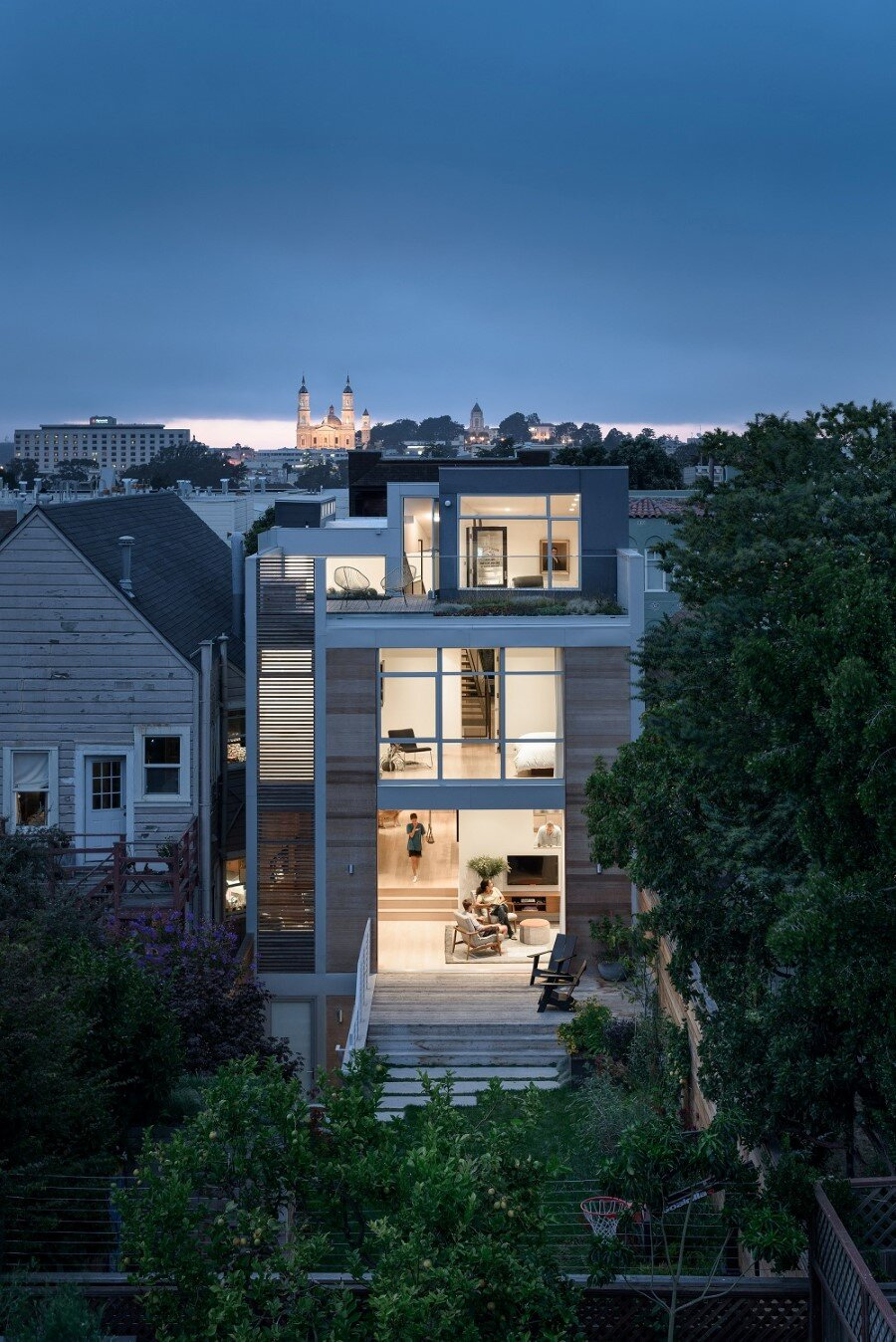 Unconventional Three-Story Atrium House in San Francisco (1)