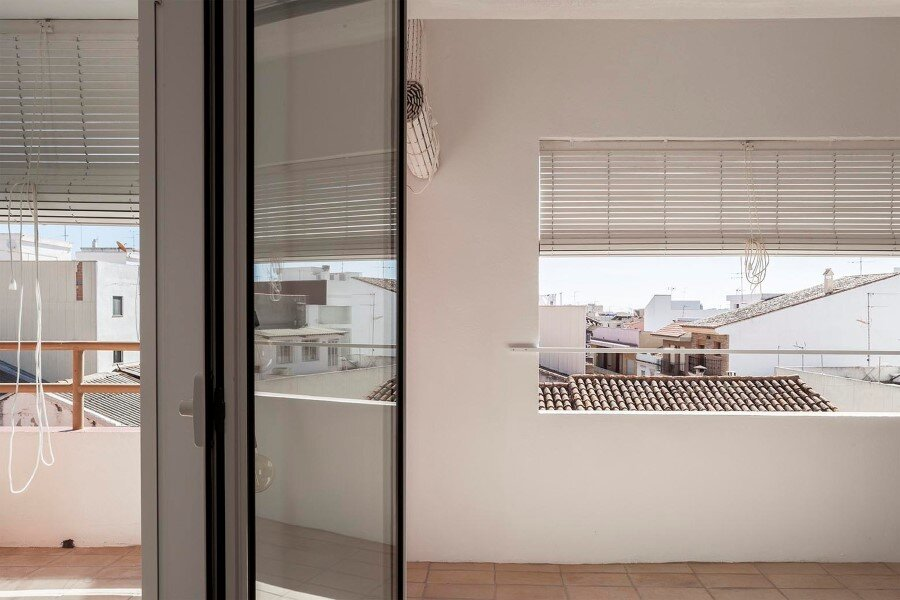 Vernacular Penthouse in Valencia, Spain (8)