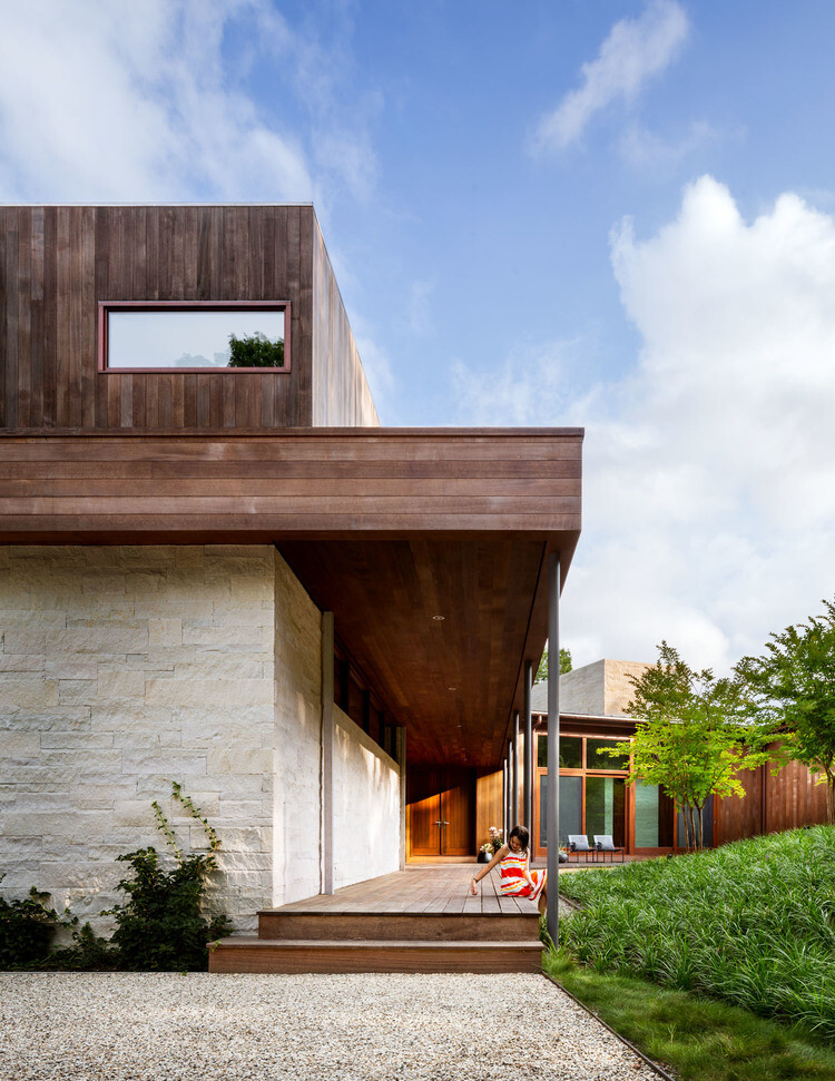 Water Mill House by Khanna Schultz (11)