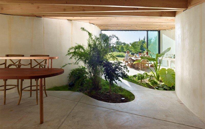 Meier road barn by mork ulnes architects for Indoor garden design twitter
