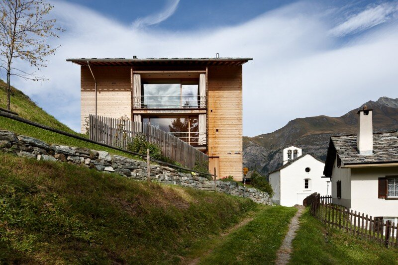 Wooden Houses Designed with Large Pictures Windows (1)