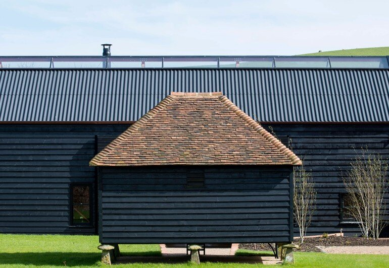 Ancient Party Barn - a Playful Re-working of Historic Agricultural Buildings (8)