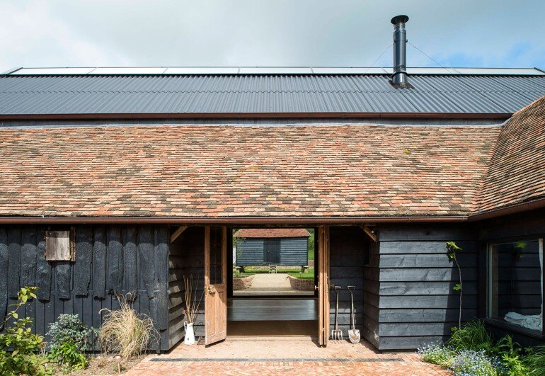 Ancient Party Barn - a Playful Re-working of Historic Agricultural Buildings (9)