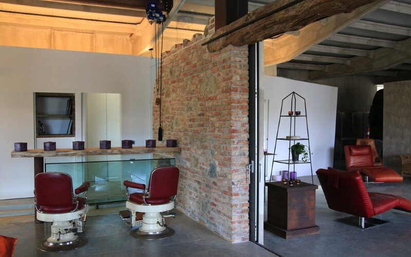 Art Hangar Modern Loft Built in the Middle of Tuscan Countryside (14)