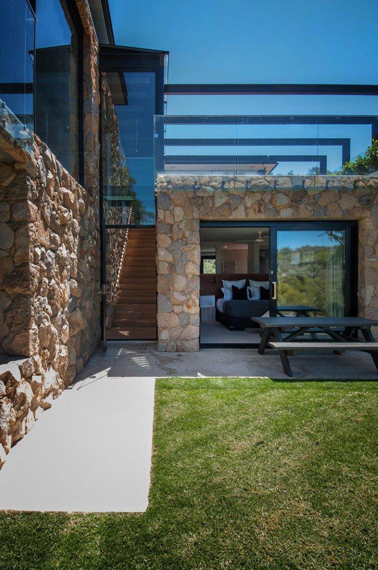 Warrandyte House - Rural Retreat Built Above A River (4)