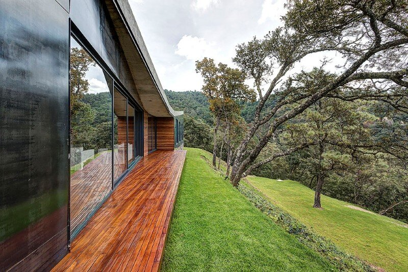Weekend Retreat on the Edge of a Mountain (11)