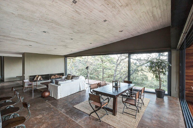 Weekend Retreat on the Edge of a Mountain (12)