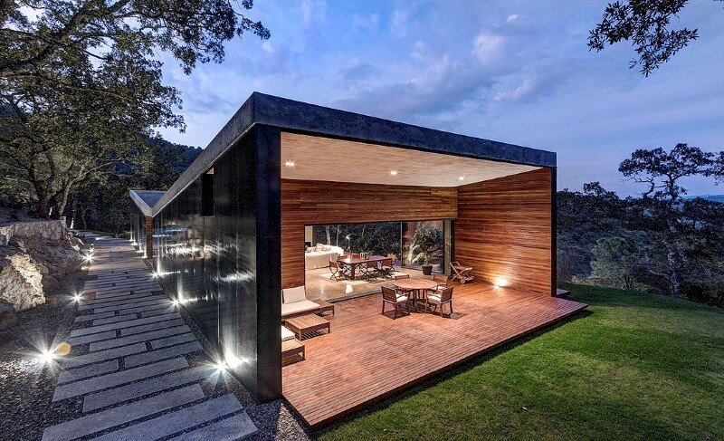 Weekend Retreat on the Edge of a Mountain (17)
