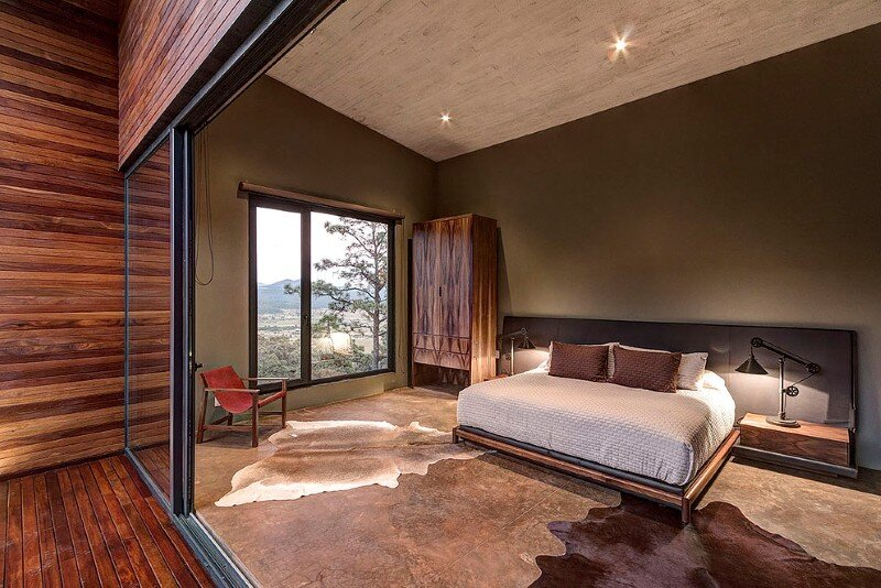 Weekend Retreat on the Edge of a Mountain (22)