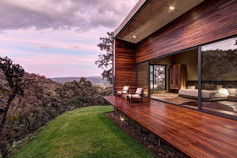 Weekend Retreat on the Edge of a Mountain (25)