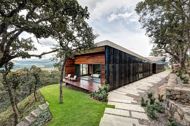 Weekend Retreat on the Edge of a Mountain (3)