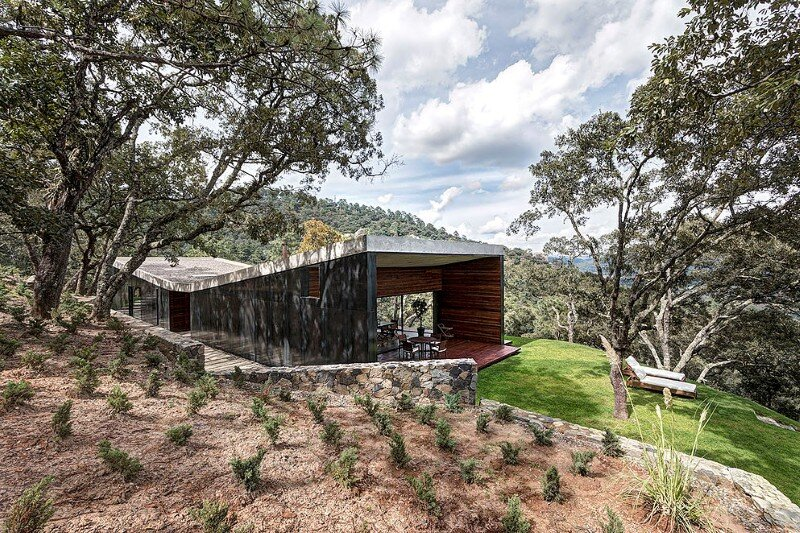 Weekend Retreat on the Edge of a Mountain (9)