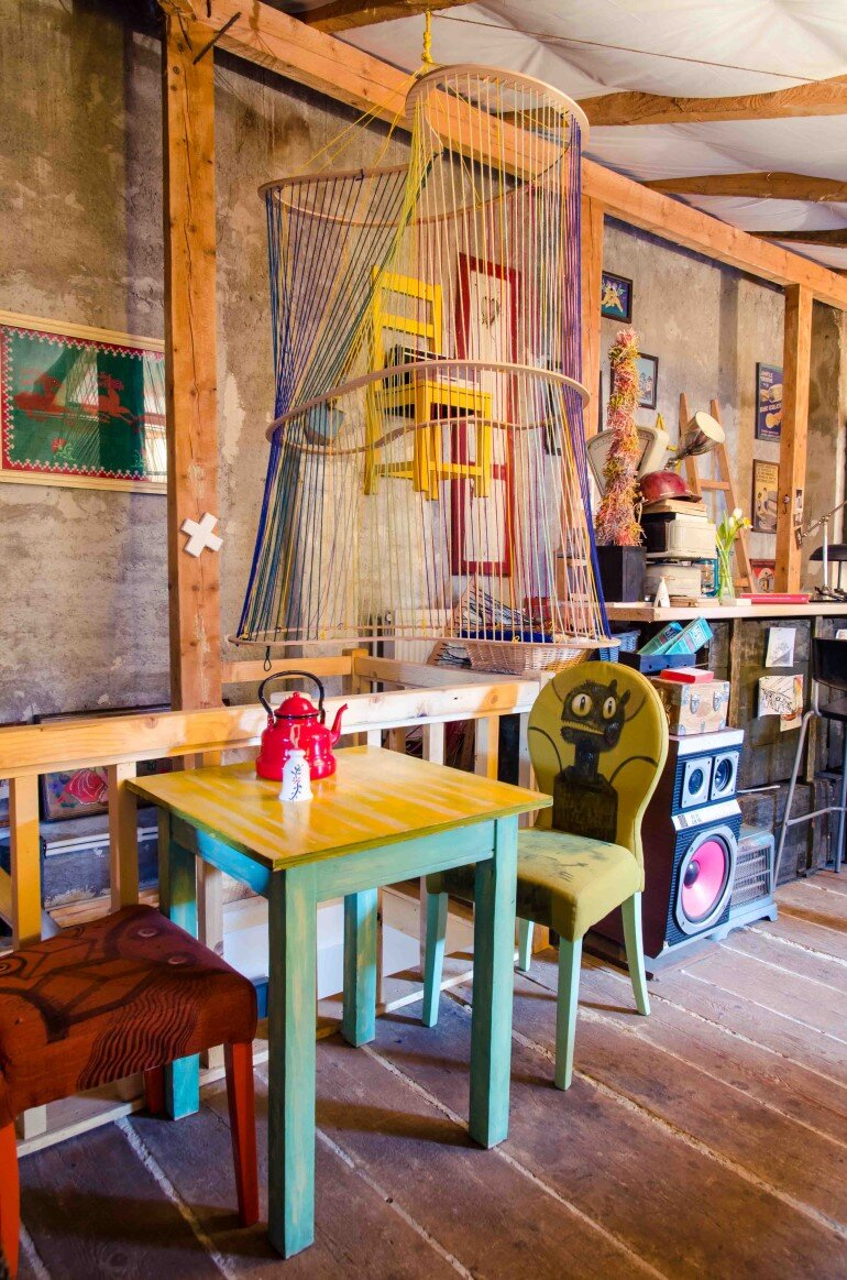Acuarela Bistro is an Inviting Space for the Creative Community in Bucharest (19)