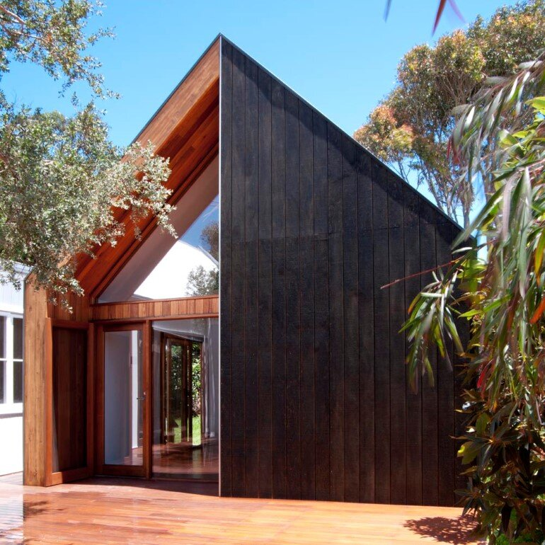 An Extensive Renovation of a Tiny Weatherboard Beach Shack (10)