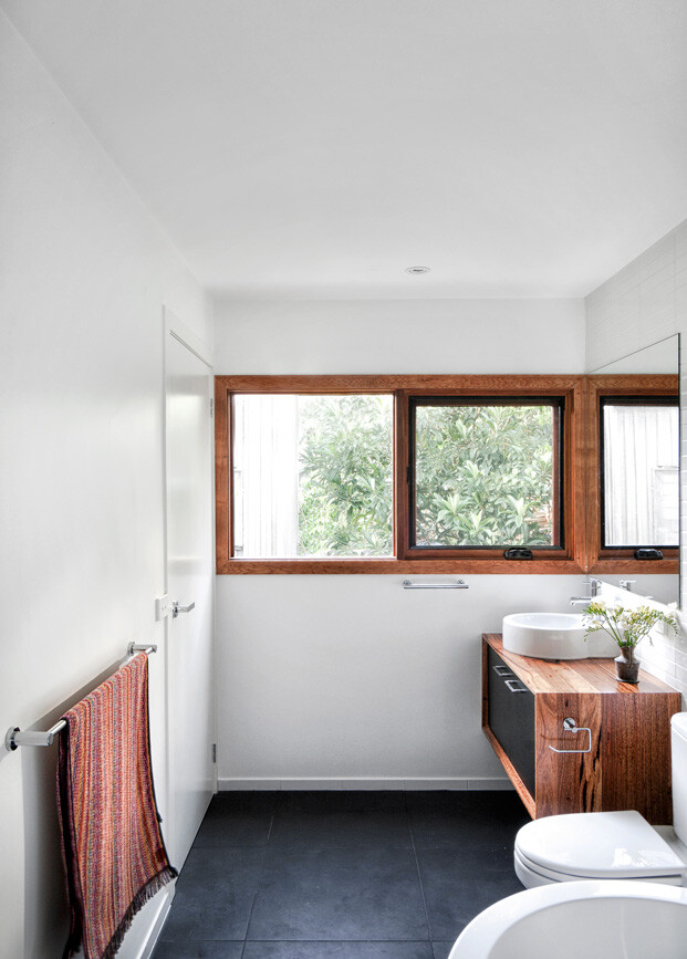 An Extensive Renovation of a Tiny Weatherboard Beach Shack (7)