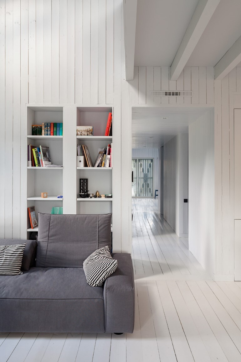 Architect Alexey Ilyin Has Designed for His Family a Wooden Cottage with a Monochrome Design (15)