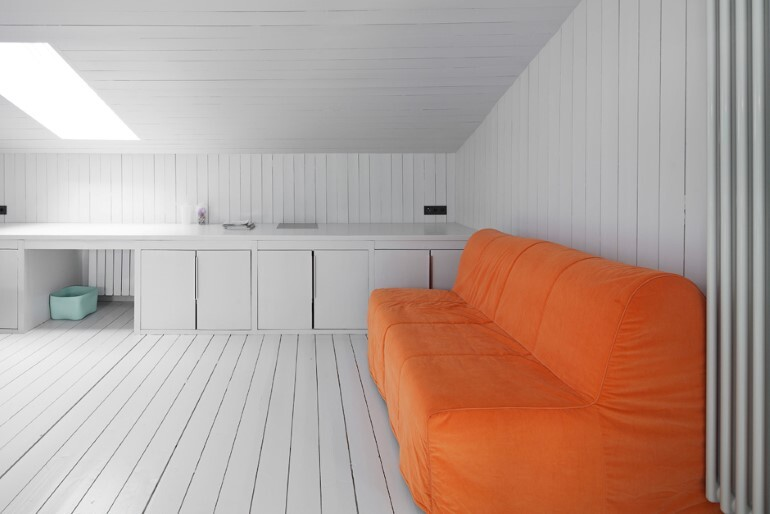 Architect Alexey Ilyin Has Designed for His Family a Wooden Cottage with a Monochrome Design (7)