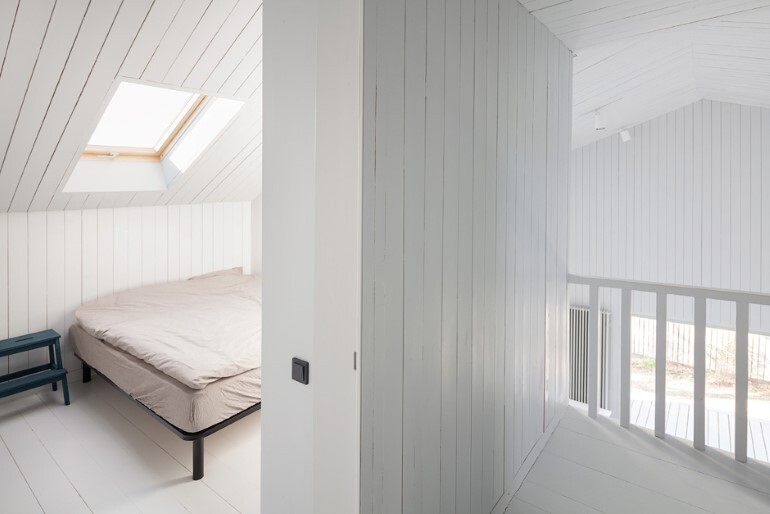 Architect Alexey Ilyin Has Designed for His Family a Wooden Cottage with a Monochrome Design (8)