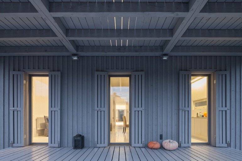 Architect Alexey Ilyin Has Designed for His Family a Wooden Cottage with a Monochrome Design (9)