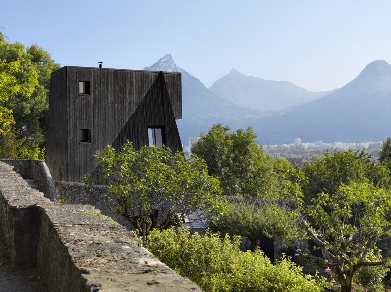 Artist Residency - a Silent Piece of Art with Monolithic Architecture (13)