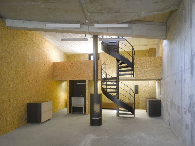 Artist Residency - a Silent Piece of Art with Monolithic Architecture (18)
