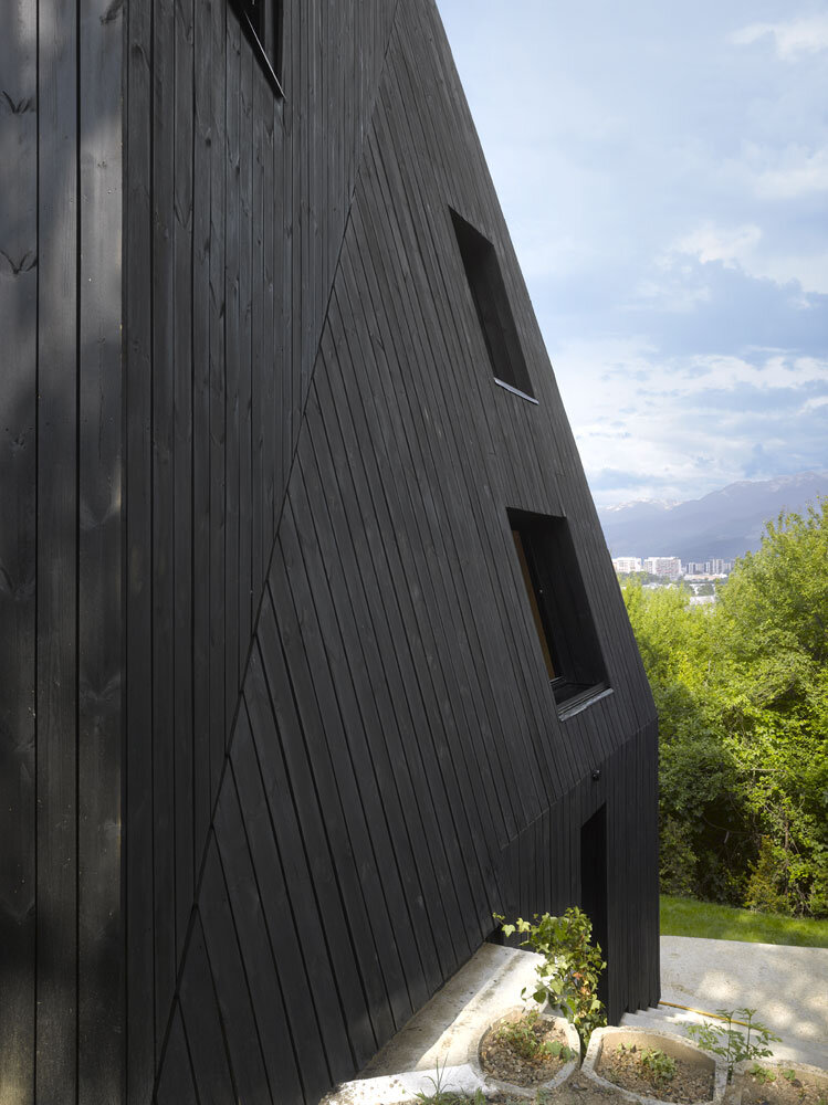 Artist Residency - a Silent Piece of Art with Monolithic Architecture (8)