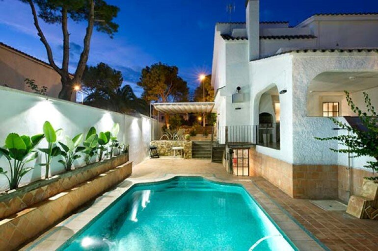 Benicassim House – Classic and Modern Mixture of Styles