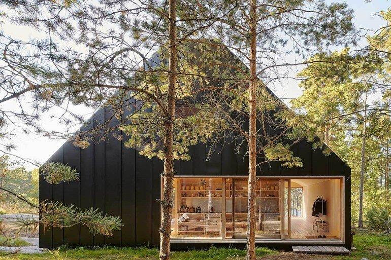 Classic Nordic Cabin - Husarö House by Tham & Videgård Arkitekter (1)