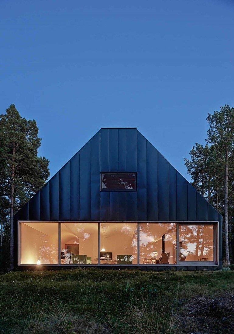 Classic Nordic Cabin - Husarö House by Tham & Videgård Arkitekter (3)